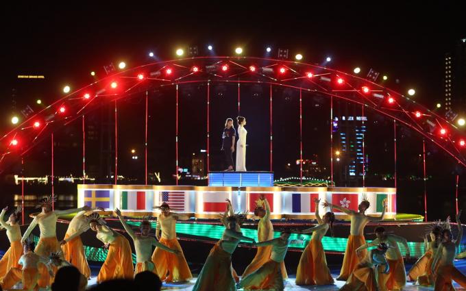 Hình ảnh quốc kỳ 8 nước tham gia DIFF 2018 xuất hiện trongđêm tổng duyệt.