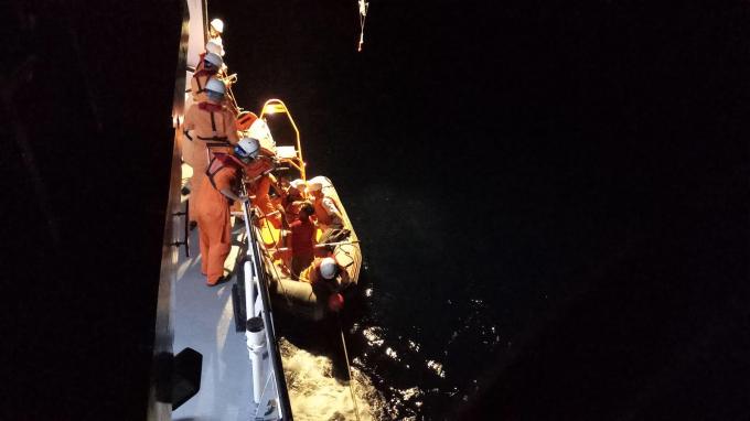 Vị trí tàuở tọa độ17007'N – 110057'E, thuộc vùng biển quần đảo Hoàng Sa - cách đảo Đá Bắc khoảng 28 hải lý về hướng Tây.