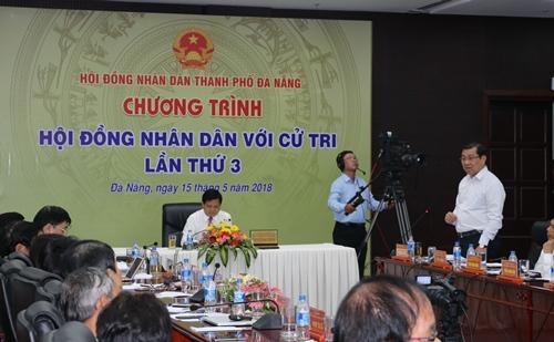 Chủ tịch UBND TP Đà Nẵng Huỳnh Đức Thơ (đứng) phát biểu. Ảnh: danang.gov.vn.