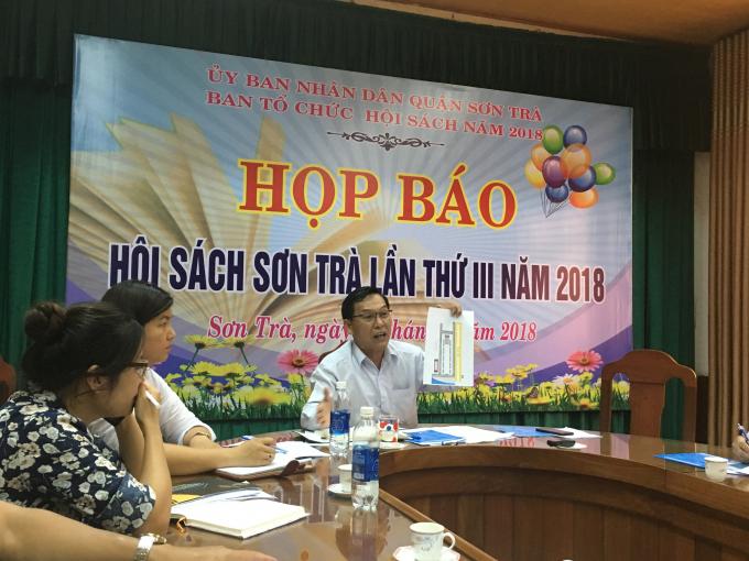 Phó chủ tịch quận Sơn Trà Nguyễn Đắc Xứngchia sẻ thông tin về hội sách.