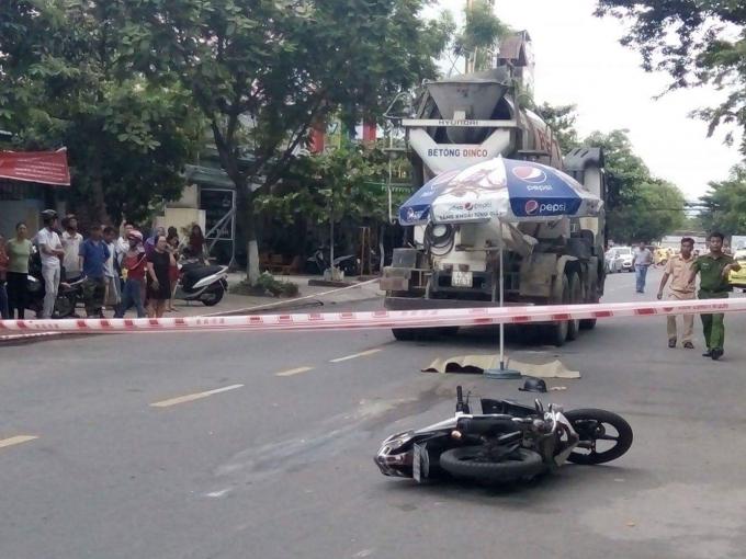 Hiện trường vụ tai nạn khiến ba mẹ con chị Duyên gặp nạn.