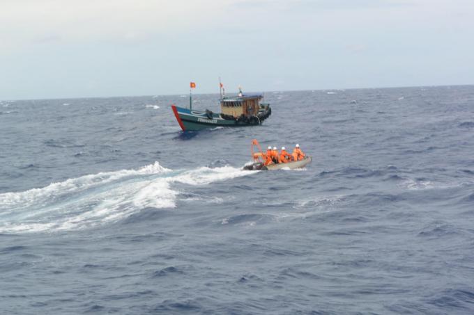 Chỉ trong 02 ngày 14 và 15/7, tàu SAR 274 đã thực hiện liên tiếp 02 ca cấp cứu trên biển. Ảnh: Trung tâm 2.