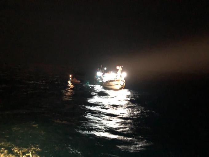 Hơn 2 ngày, tàu bị nạn vẫn không thể khắc phục được sự cố và tiếp tục trôi dạt trên biển.