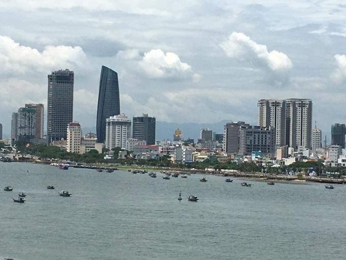 Doanh nghiệp đề xuất xây dựng bến sà lan 300 tỷ đồng trung chuyển ở vịnh Đà Nẵng.