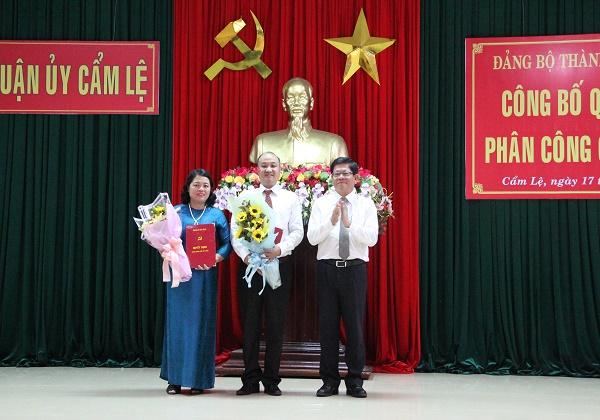 ÔngLê Quang Nam (giữa) được điều động làm Bí thư Quận ủy Cẩm Lệ.