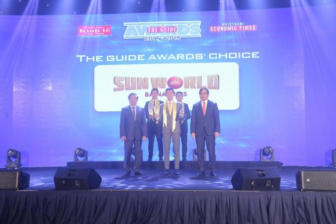 Đại diện Sun Group nhận giải thưởng The Guide AwardS' Choice.