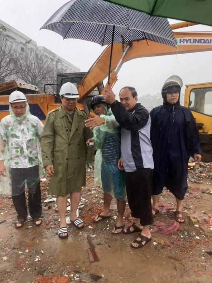 Chủ tịch UBND TP Đà Nẵng Huỳnh Đức Thơkiểm tra công trình thoát nước tại khu vực Đảo Xanh. Ảnh: Danang.gov.vn.