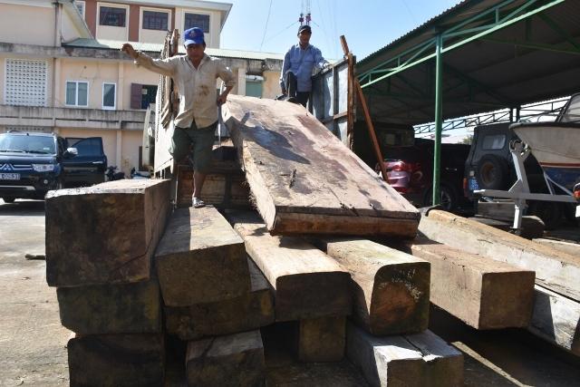 Công an tỉnh Quảng Nam liên tục phát hiện các vụ vận chuyển gỗ lậu. Ảnh: CAQN.