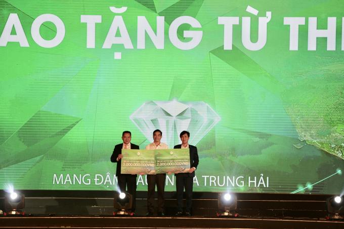 Hai doanh nghiệp ủng hộ tổng cộng 5 tỷ đồng cho quỹ từ thiện TP Đà Nẵng.