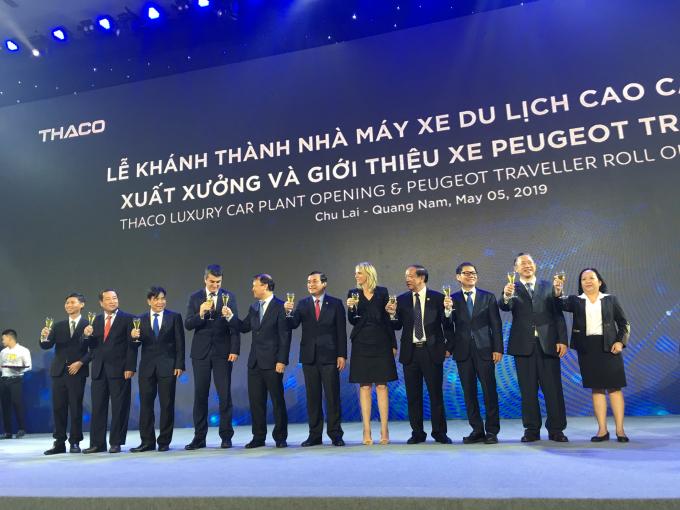 THACO và Peugoet giới thiệu hai dòng xe Traveller Luxury và Traveller Premium