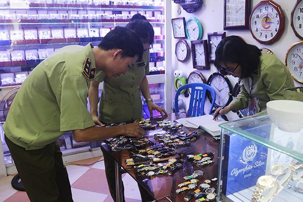 1.288 cái đồng hồ đeo tay các loại có dấu hiệu giả mạo các nhãn hiệu đã được đăng ký bảo hộ tại Việt Nam