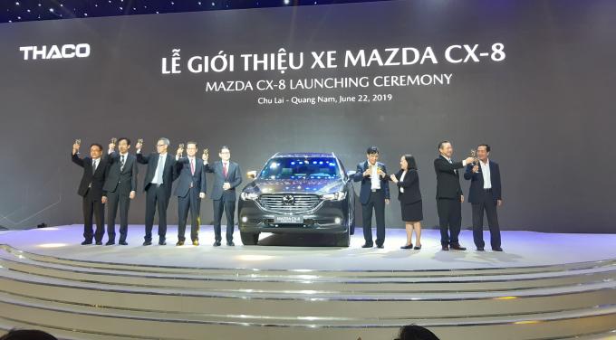 Mazda CX-8 có 3 phiên bản gồm: Premium với 02 tùy chọn 1 cầu và 2 cầu All-Wheel-Drive, Luxury và Deluxe.