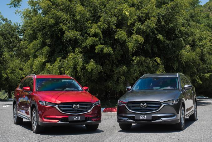 Mazda CX-8 được cải tiến khoang động cơ gọn hơn để sử dụng động cơ Skyactiv 2.5L, và hệ thống treo thế hệ 6.5 mới nhất.