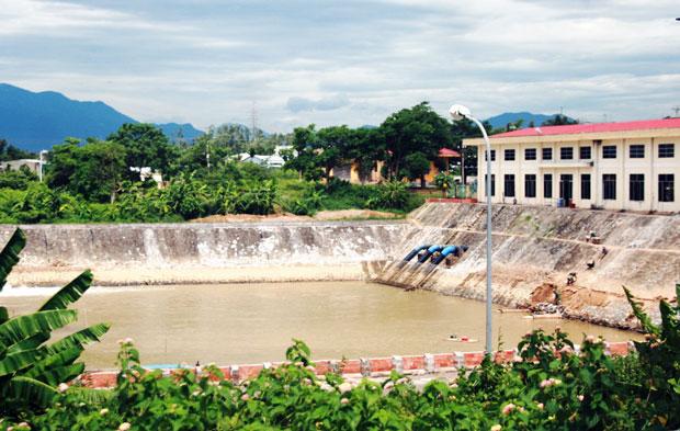 Tính đến ngày giữa tháng 8/2019, nguồn nước tại cửa thu Nhà máy nước Cầu Đỏ bị nhiễm mặn 164 ngày. (Ảnh: baodanang).