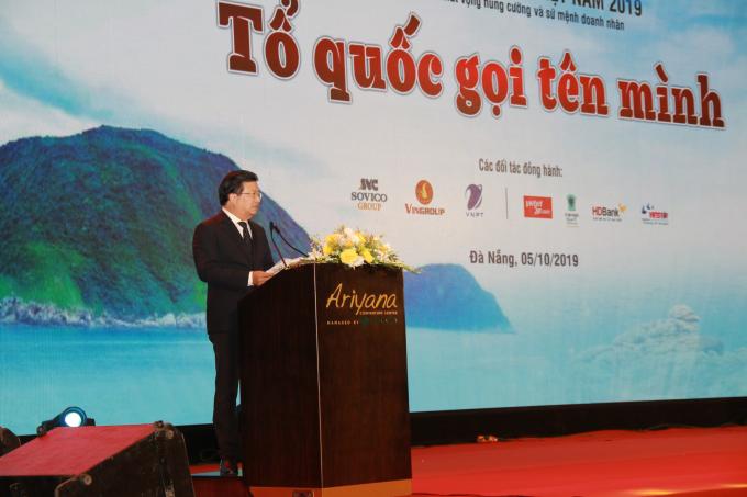 Phó Thủ tướng Trịnh Đình Dũng phát biểu về sứ mệnh cao cả của doanh nhân.