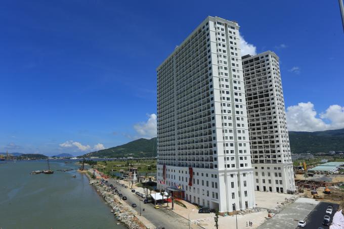 Trong hai năm 2016 và 2017, Sở Xây dụng TP Đà Nẵng đã cấp phép xây dụng 06 dự án căn hộ khách sạn, với tổng cộng 7.590 căn hộ.