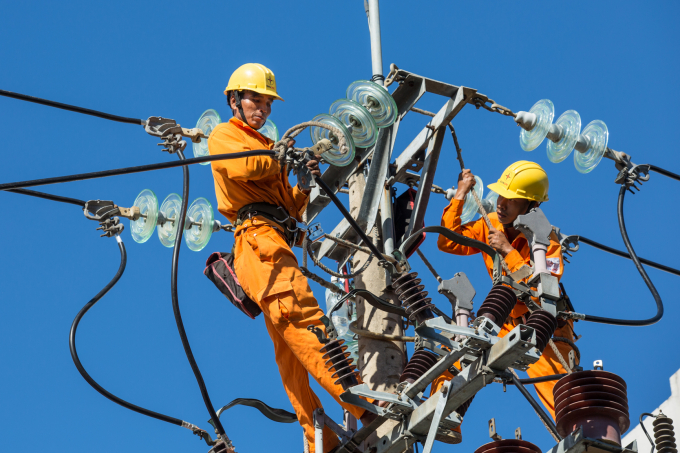 Cải tạo, nâng cấp đường dây đảm bảo phục vụ cấp điện 24/24h trong dịp lễ, Tết sắp tới.
