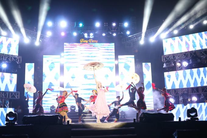Chương trình nghệ thuật có sự góp mặt nhiều ca sĩ quen thuộc của TP Đà Nẵng: ca sĩ Vũ Bảo, Huyền Trang, Hoài Ny, Hồng Duyên....