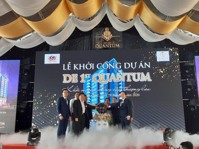 De 1st Quantum với ý nghĩa là lượng tử đầu tiên, sự khởi đầu mới mẻ, tiên phong số 1, là dự án căn hộ cao cấp 5 sao đầu tiên tại Huế.