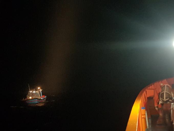Tàu đánh tín hiệu cầu cứu khẩn cấp khi cách bờ khoảng 80 hải lý về phía Đông.