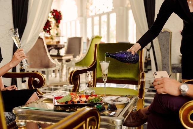 Như vậy, khách sạn Tamajsago và Cham Charm sẽ chính thức có tên gọi mới là Chloe Garllery - một điểm đến mới ở Sài Gòn