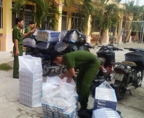 Xe chở thuốc lá lậu bị Công an tỉnh An Giang bắt ngày 17-12. Ảnh: Thanh Vân