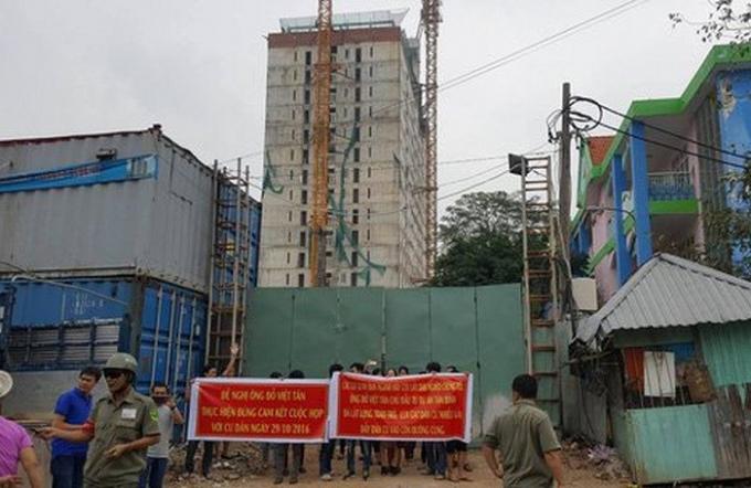 Tân Bình Apartment: Giao nhà trễ hai năm, cần thêm một năm để tháo dỡ sai phạm.