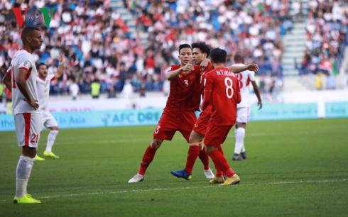 ĐT Việt Nam đã ghi tên mình vào tứ kết Asian Cup tới 2 lần trong khi nhiều đội bóng Đông Nam Á chưa từng vượt qua vòng bảng. (Ảnh: CTV Hai Tép)