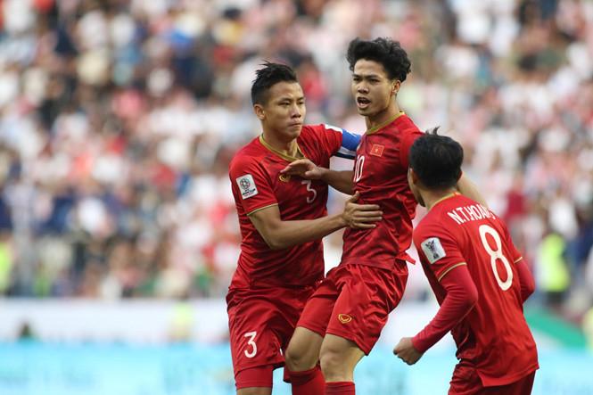 nhưng chỉ bằng vào tài năng thì chưa đủ để ra nước ngoài chơi bóng như tiền đạo của tuyển Việt Nam khao khát.