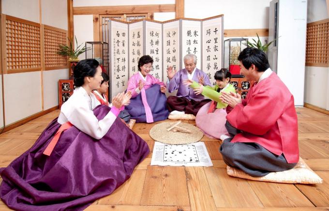 Người Hàn Quốc thường dành thời gian cho gia đình trong dịp tết.