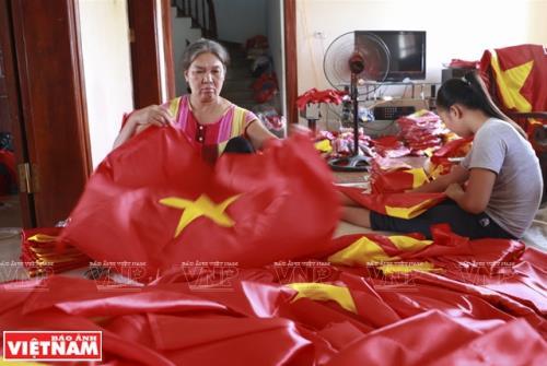 Những lá cờ Tổ quốc do người Từ Vân làm nổi tiếng về độ sắc sảo, đẹp mắt.