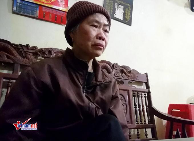 Bà Đỗ Thị Hà bật khóc khi nhớ lại những ngày tháng khốc liệt.