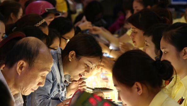 Chen lấn mua vàng ngày Vía Thần tài.