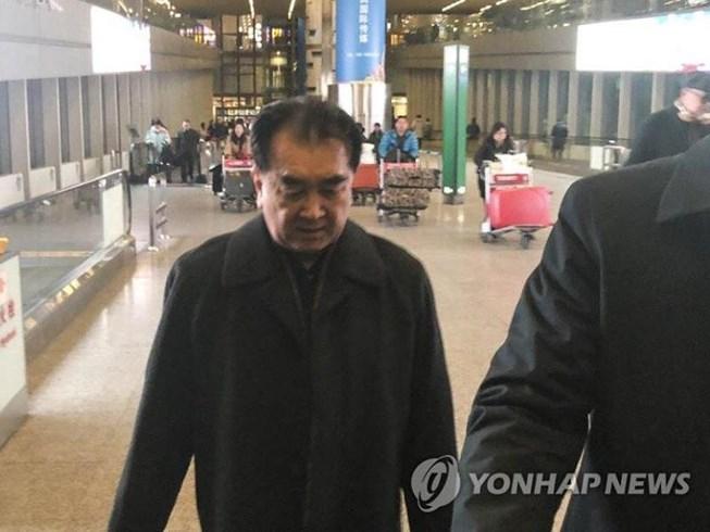 Ông Kim tại sân bay Bắc Kinh ngày 15-2 trước khi sang Việt Nam.
