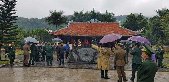 Từ sáng sớm đã rất đông cựu chiến binh và người dân có mặt ở Pò Hèn.