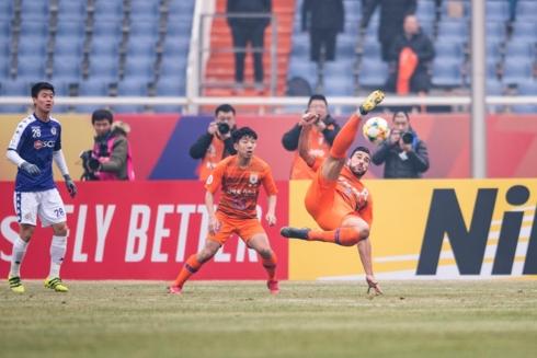 Graziano Pelle là người hùng của Shandong Luneng ở trận này. (Ảnh: AFC)