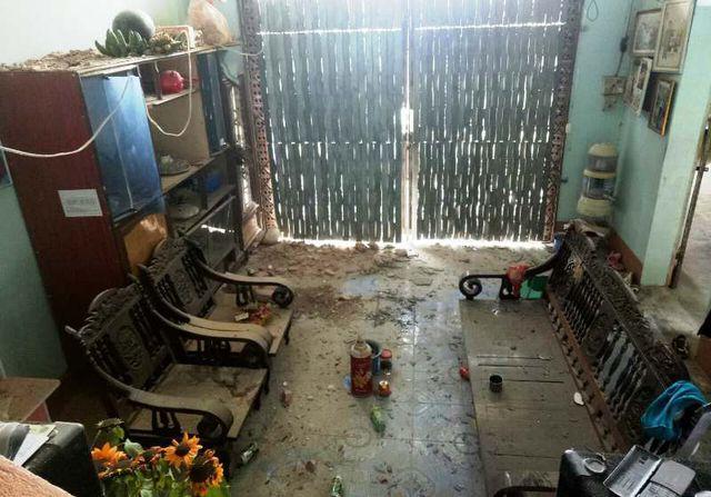Phòng khách ở tầng 1 cũng bị ảnh hưởng do vụ nổ.
