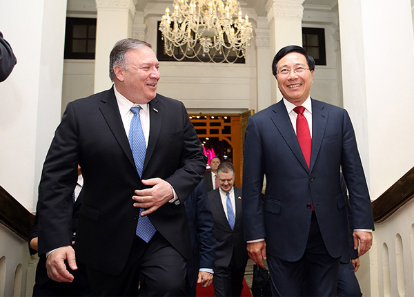 Phó Thủ tướng, Bộ trưởng Ngoại giao Phạm Bình Minh đón Ngoại trưởng Hoa KỳMike Pompeo.