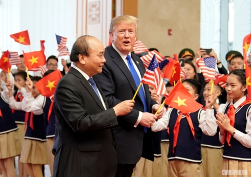 Thủ tướng Nguyễn Xuân Phúc đã đón tiếp Tổng thống Donald Trump vào trưa 27/2, trong dịp ông Donald Trump tới Hà Nội dự Thượng đỉnh Mỹ-Triều Tiên.
