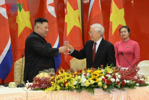 Tổng Bí thư, Chủ tịch nước Nguyễn Phú Trọng chiêu đãi trọng thể Chủ tịch Triều TiênKim Jong Un.