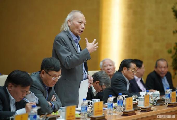 GS. TSKH Nguyễn Mại phát biểu tại buổi làm việc.