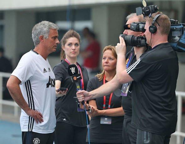 Mourinho được cho trở lại Real Madrid sau khi bị MU sa thải