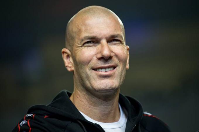 Zidane để ngỏ khả năng có thể trở lại Real hè này. Ảnh: Eurosport