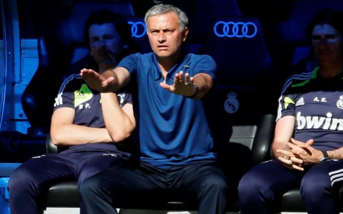 Jose Mourinho trên sân Santiago Bernabeu Stadium năm 2013. Ảnh: Reuters