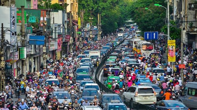 Phương tiện cá nhân tăng là một trong nhiều nguyên nhân gây tắc đường tại Hà Nội.