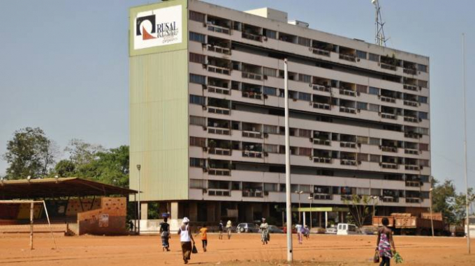 Một trong những khu nhà ở dành cho công nhân tập đoàn Rusal Nga tại Guinea, nơi công ty này đang khai thác các mỏ bauxit. Ảnh: Reuters