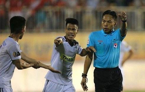 Mới trải qua 3 vòng đấu nhưng các trọng tài của V-League đã liên tục mắc sai lầm.