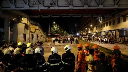 Sập cầu đi bộ tại Ấn Độ làm 3 người thiệt mạng, hơn 30 người bị thương. Ảnh: Reuters.