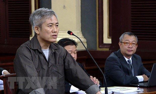 """Bị cáo Lưu Văn Vịnh, kẻ chủ mưu thành lập tổ chức """"Liên minh dân tộc Việt Nam,"""" tại phiên tòa. (Ảnh: Thành Chung/TTXVN)"""