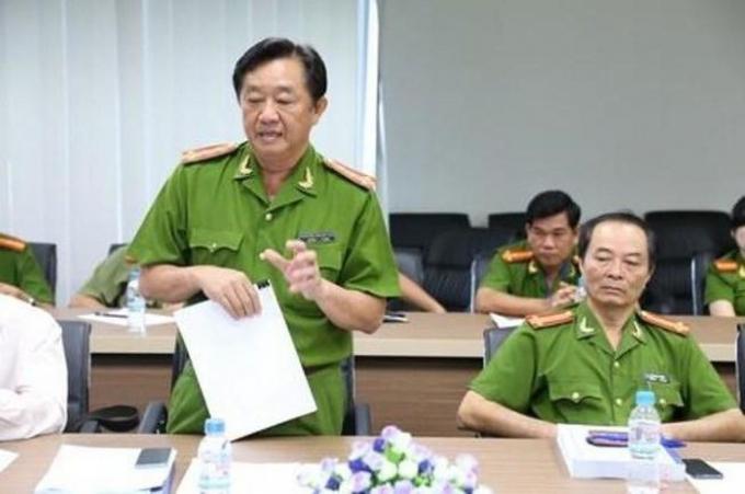 Ông Nguyễn Hoàng Thao (ảnh trái) sinh năm 1963, quê quán huyện Tân Uyên, tỉnh Bình Dương; là tiến sĩ chuyên ngành điều tra tội phạm học. (ảnh: Pháp luật TPHCM)